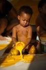 Foto barn med målarfärg