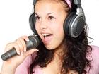 Foto mikrofon och hörlurar
