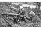 Foto soldater med maskingevär och gasmask