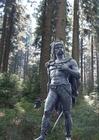Foto Staty av ambiorix i skogen